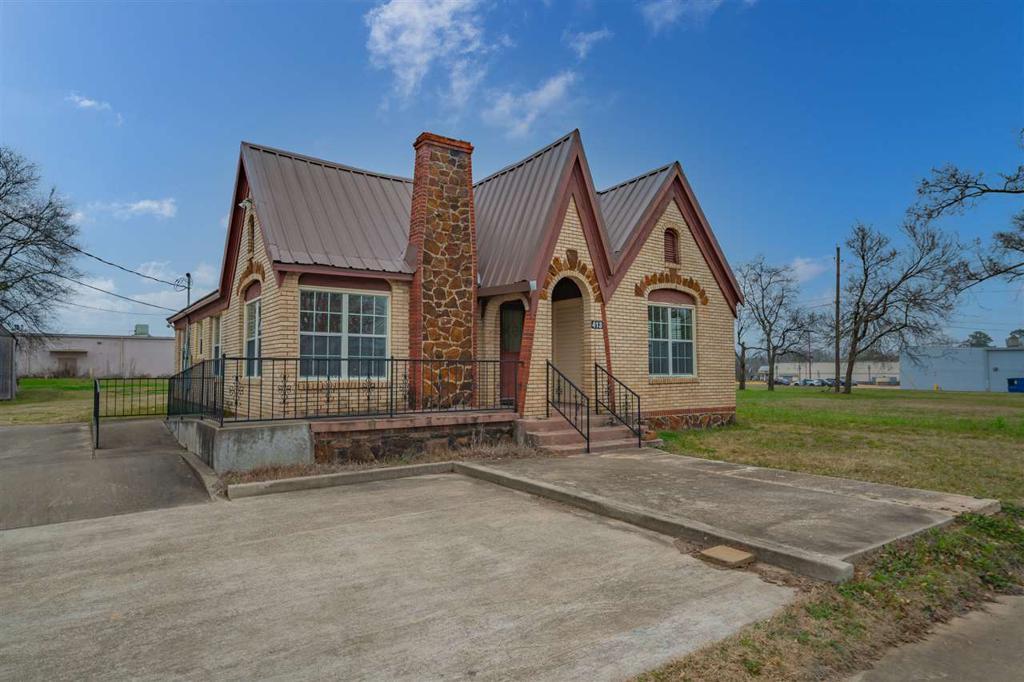 Photo of home for sale at 413 Lantrip, Kilgore TX