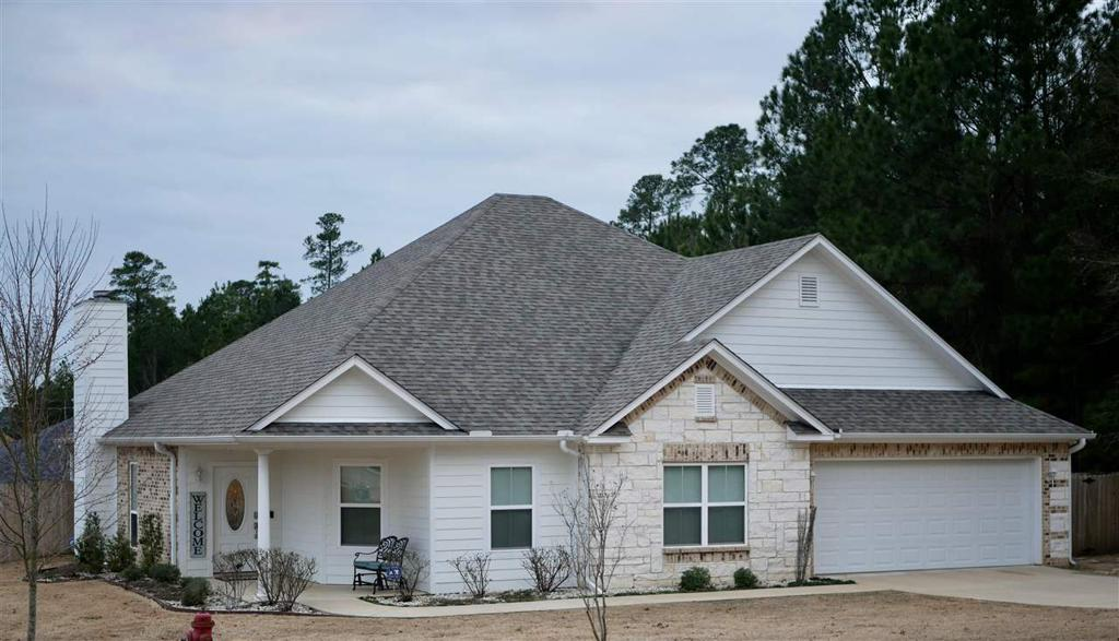 Photo of home for sale at 1600 Shawnee, Longview TX
