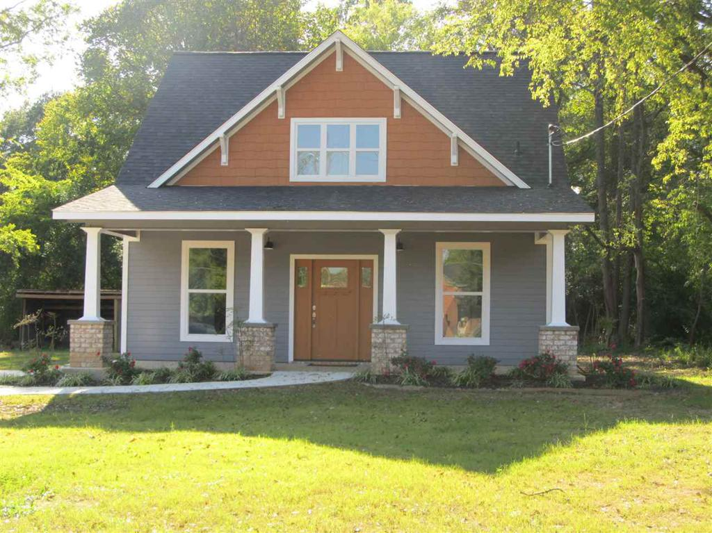 Photo of home for sale at 425 Rusk ST, Pittsburg TX