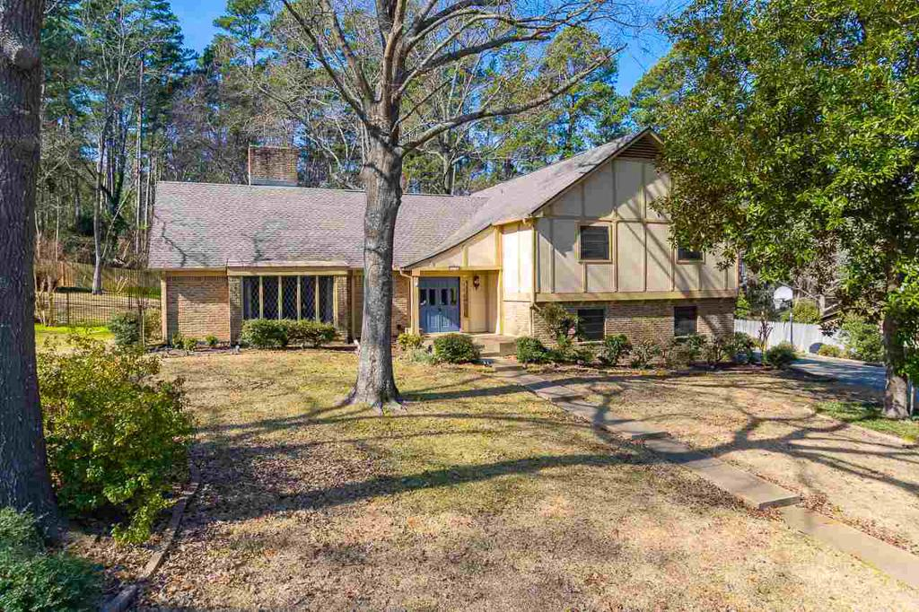 Photo of home for sale at 792 Country Place, Longview TX