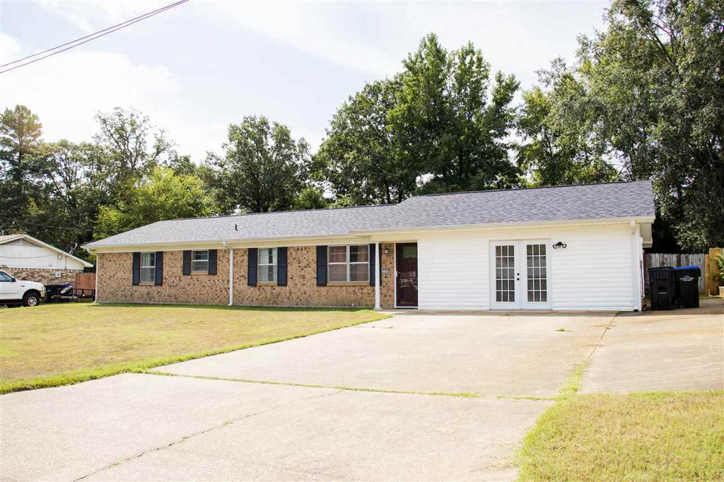 Photo of home for sale at 514 Crystal Dr., Longview TX