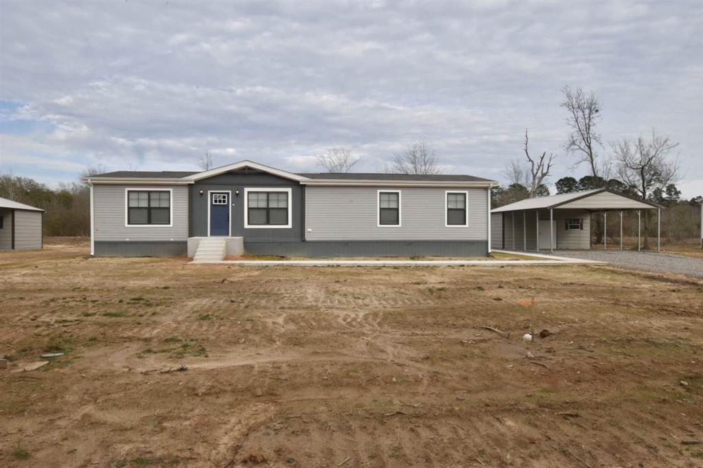 Photo of home for sale at 961 Adams St S, Carthage TX