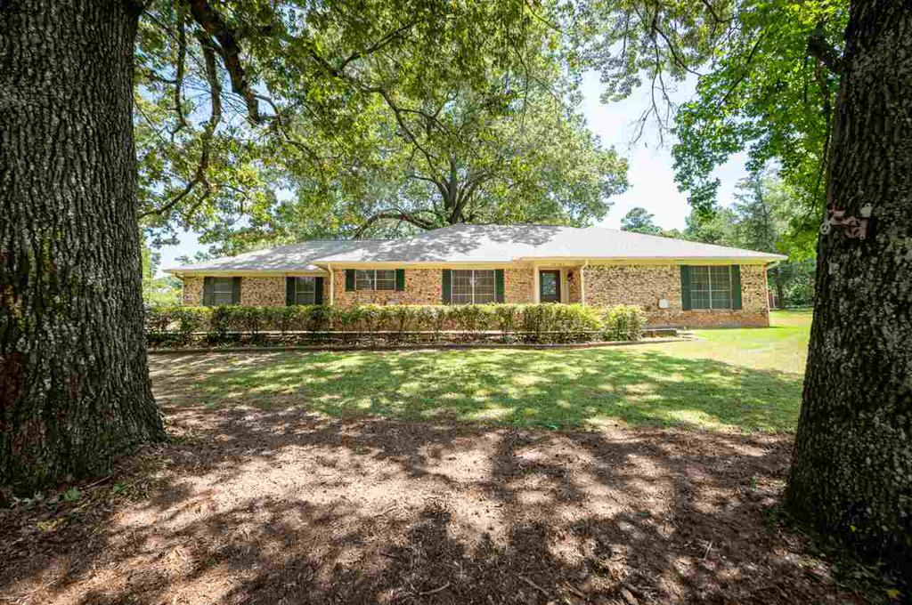 Photo of home for sale at 10666 US Highway 59, Nacogdoches TX