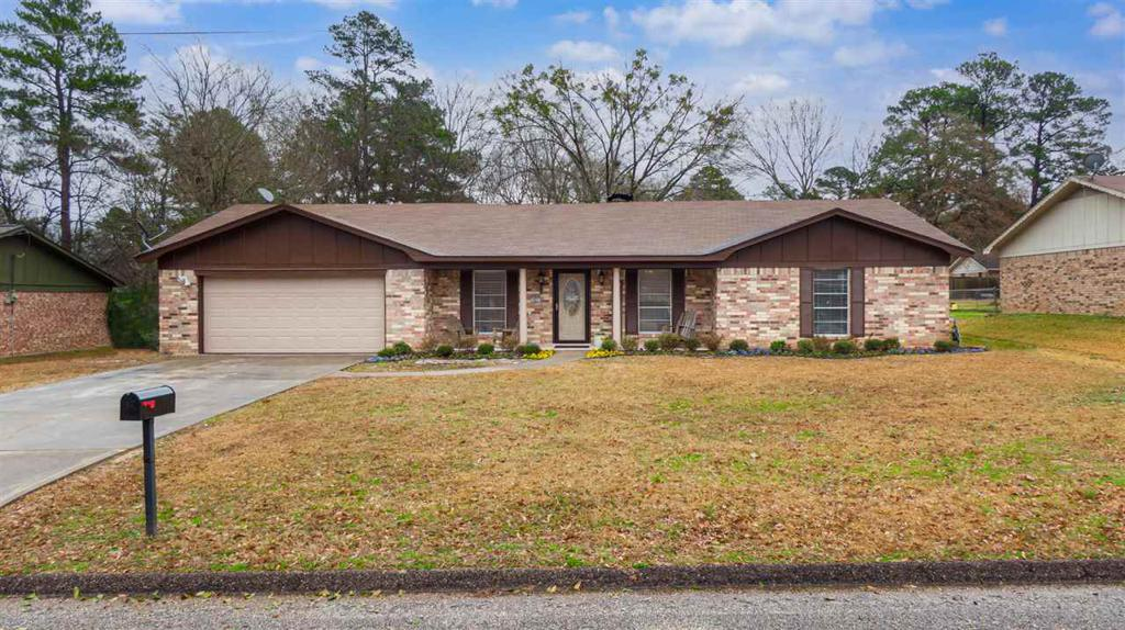 Photo of home for sale at 402 Delano, Longview TX