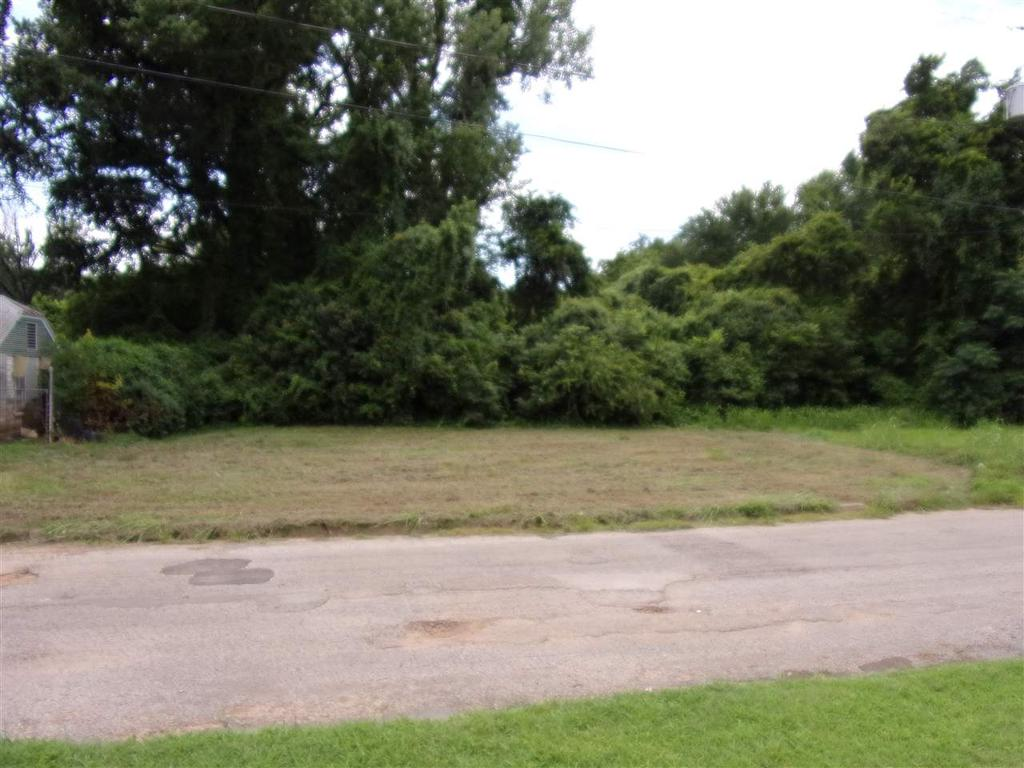 Photo of home for sale at 706 Youngsdale cr, Marshall TX