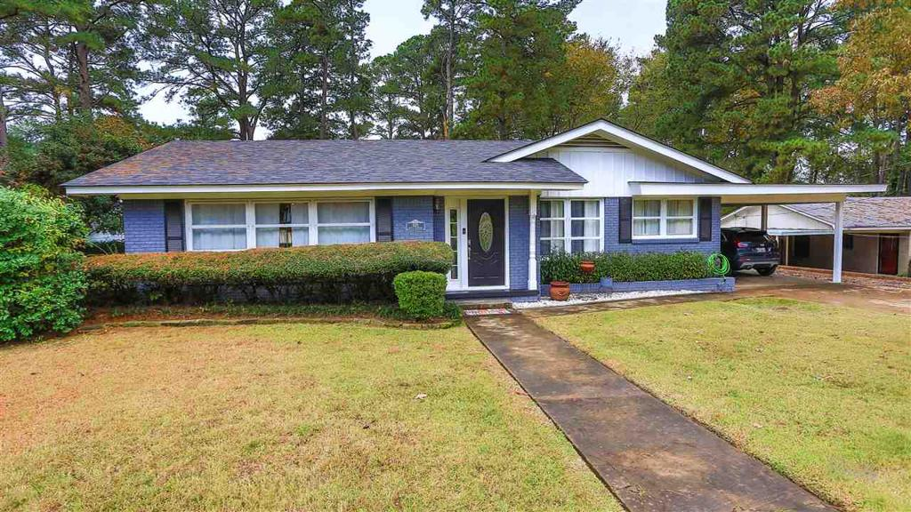 Photo of home for sale at 1120 Bradford St, Gilmer TX