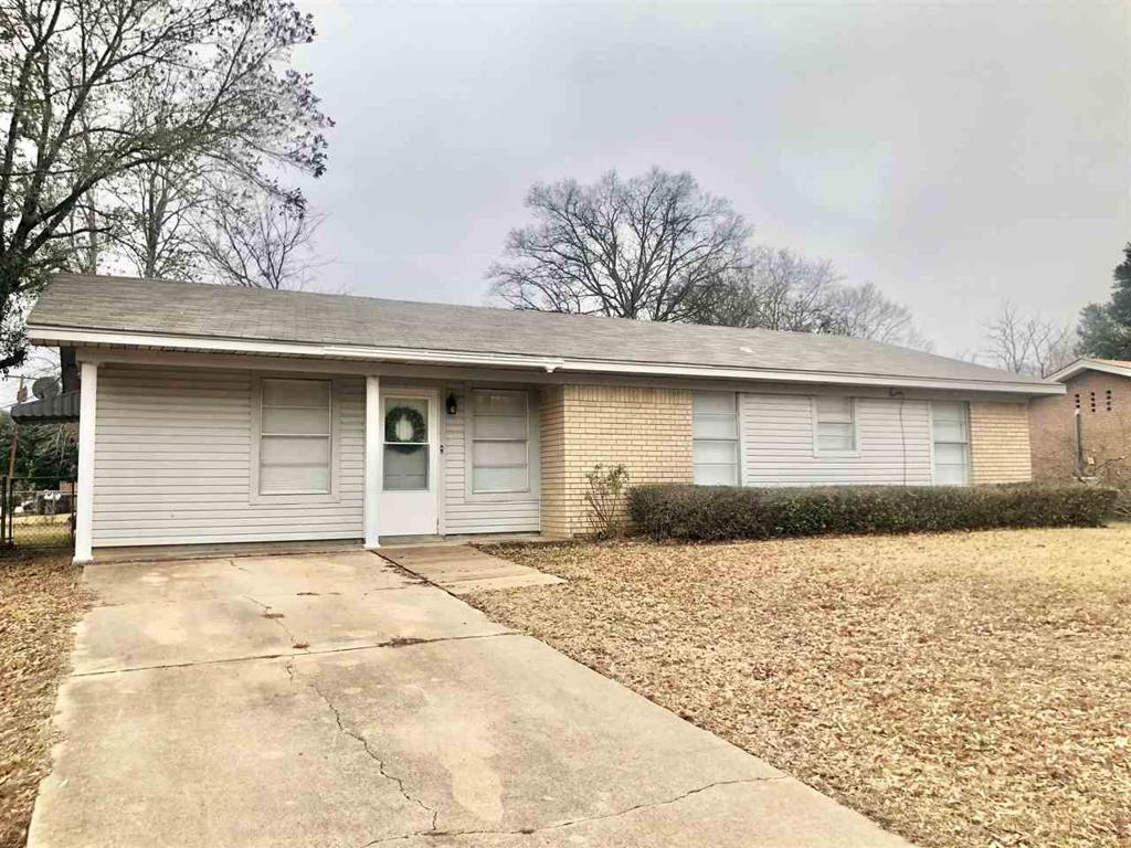 Photo of home for sale at 1213 Jaycee Dr, Longview TX