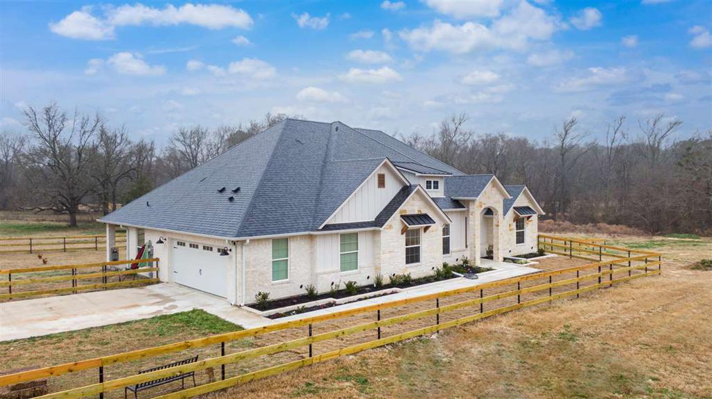 Photo of home for sale at 8602 FM 346 E, Whitehouse TX