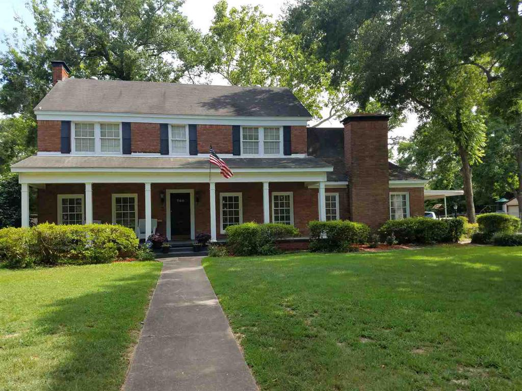 Photo of home for sale at 700 Noel Dr., Longview TX