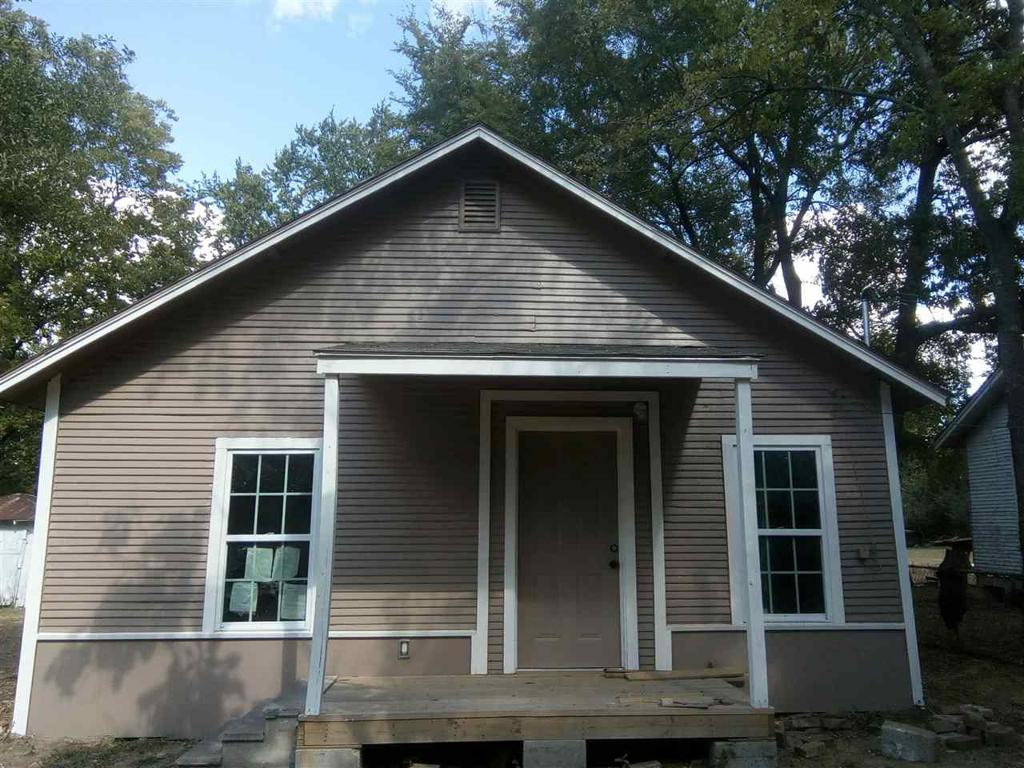 Photo of home for sale at 604 A St, Sulphur Springs TX