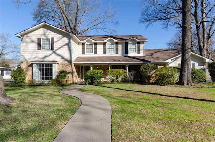 Photo of home for sale at 1201 Stone Trail, Longview TX