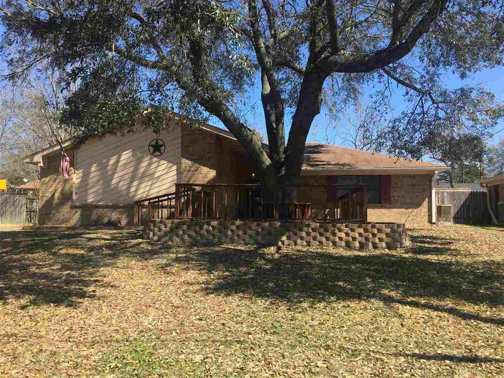 Photo of home for sale at 318 Spring Valley, Henderson TX