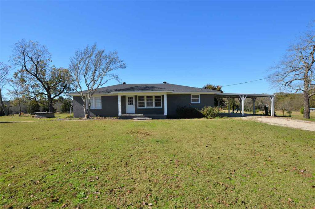 Photo of home for sale at 1415 Holly Rd, Gilmer TX