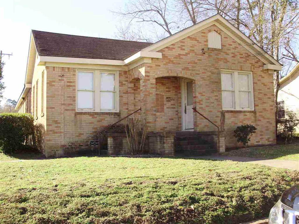 Photo of home for sale at 116 South Street, Overton TX