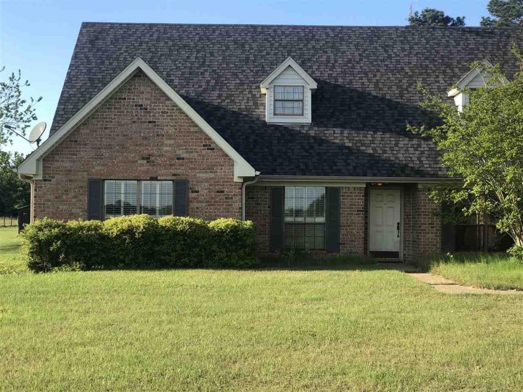 Photo of home for sale at 832 Harvey Rd, Kilgore TX