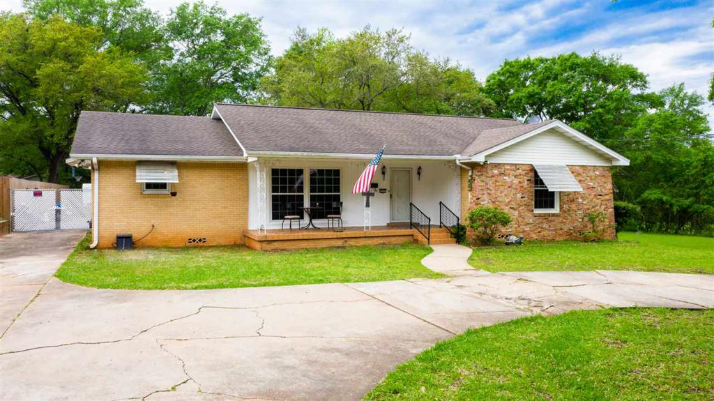 Photo of home for sale at 327 Van Buren Street, Henderson TX