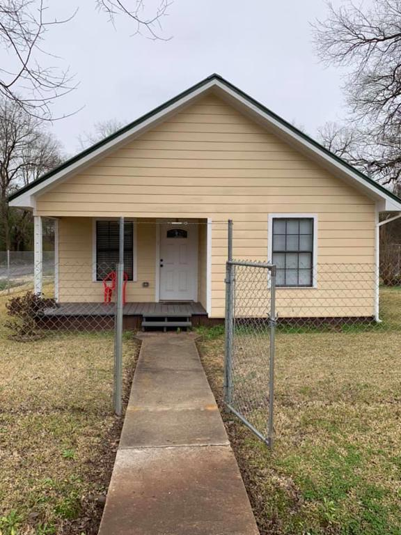 Photo of home for sale at 400 Van Zandt Ave., Marshall TX