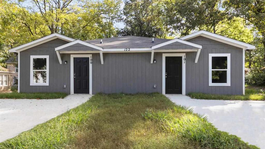 Photo of home for sale at 122 Sidney Street, Longview TX