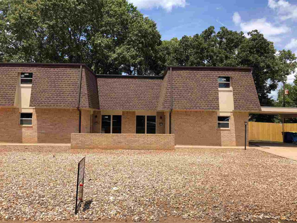 Photo of home for sale at 2909-2911 Green Hills Dr, Kilgore TX