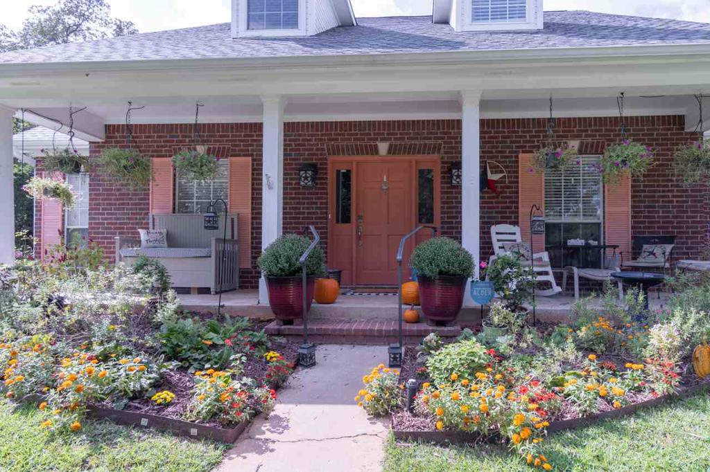 Photo of home for sale at 1515 WILDERNESS WAY, Longview TX