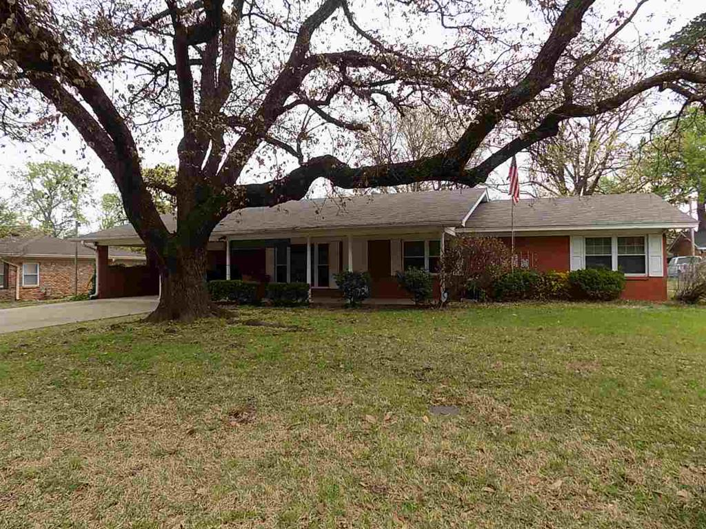 Photo of home for sale at 2904 Ladd Lane, Longview TX