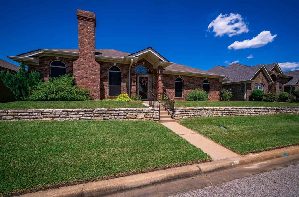Photo of home for sale at 14 Friendswood, Longview TX