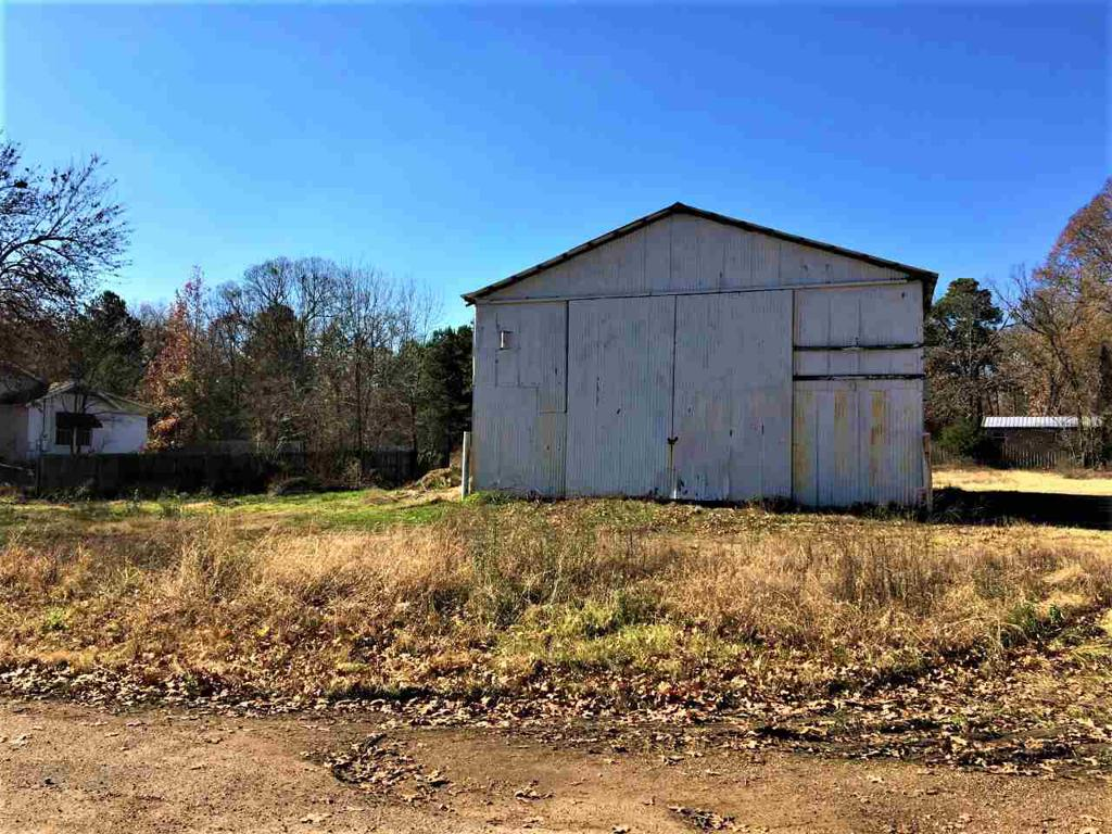 Photo of home for sale at 33 CR 3006, New Boston TX