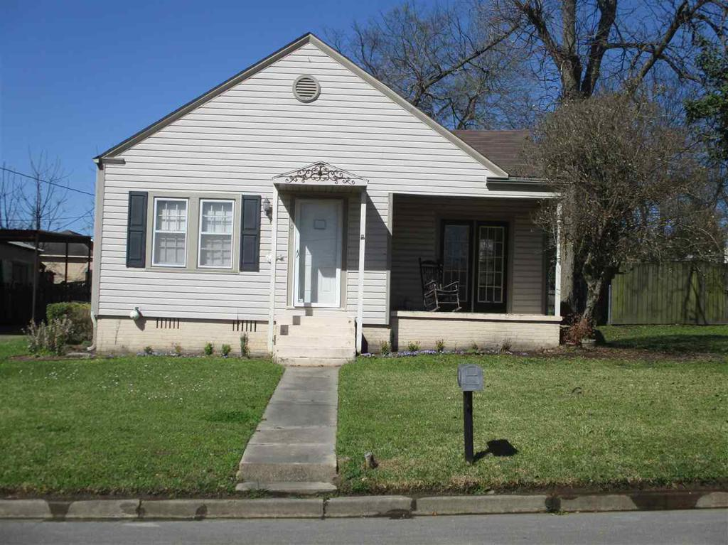 Photo of home for sale at 402 High, Henderson TX