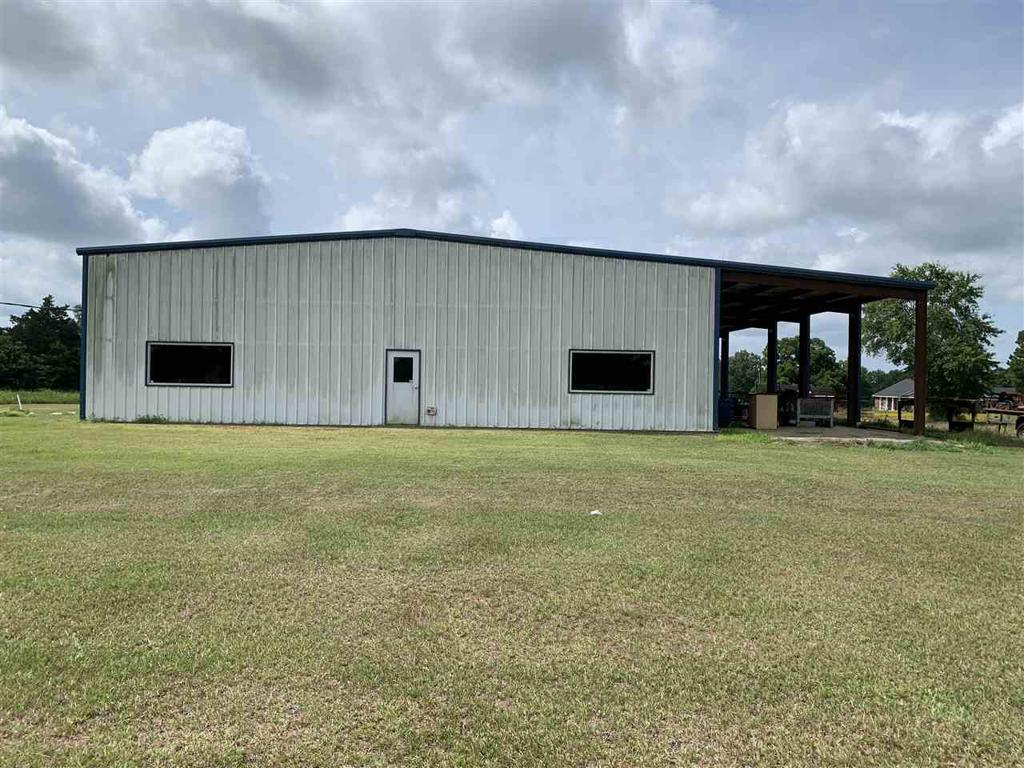 Photo of home for sale at 183 County Road 1152, Carthage TX