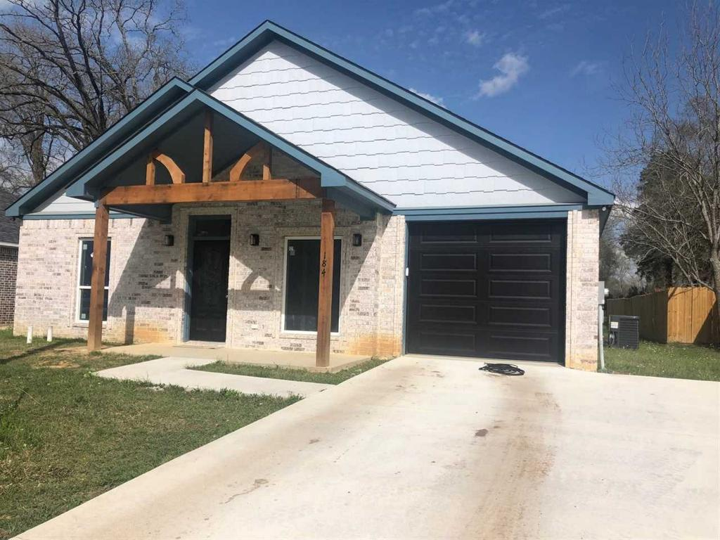Photo of home for sale at 184 Pinewood St, Carthage TX