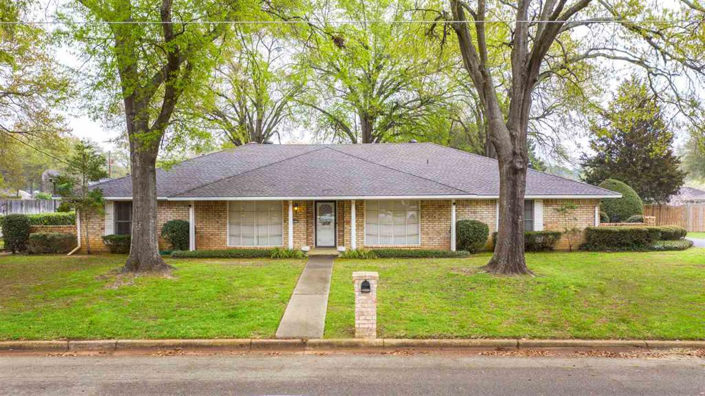 Photo of home for sale at 902 WESTON COURT, Longview TX