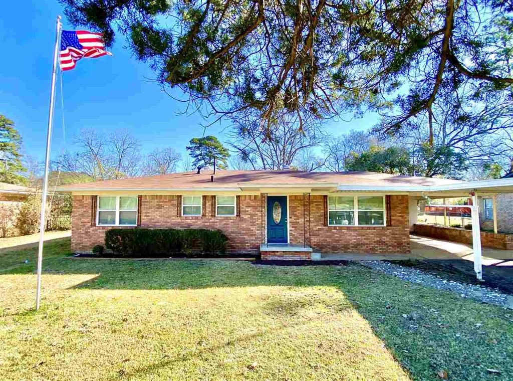 Photo of home for sale at 604 Vernon St., White Oak TX