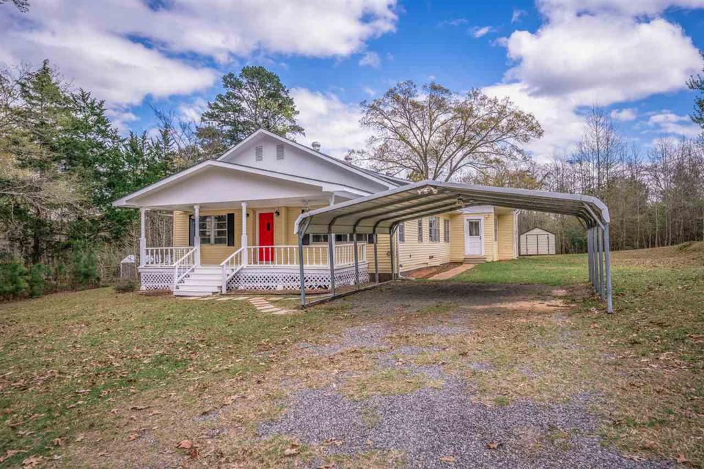 Photo of home for sale at 2730 Lake Drive, Gladewater TX