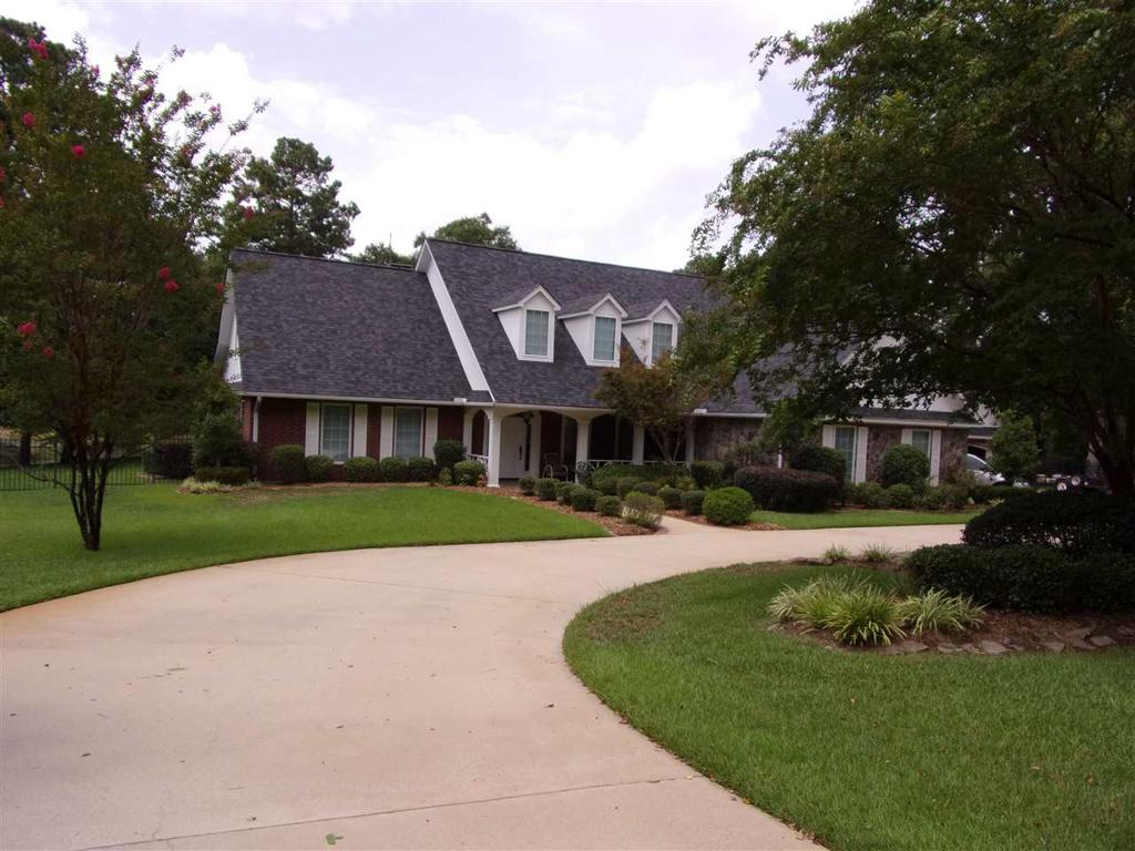 Photo of home for sale at 245 Beavers Bend, Marshall TX