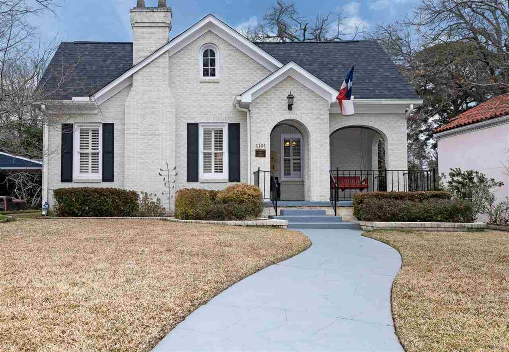 Photo of home for sale at 1101 Turner Dr., Longview TX