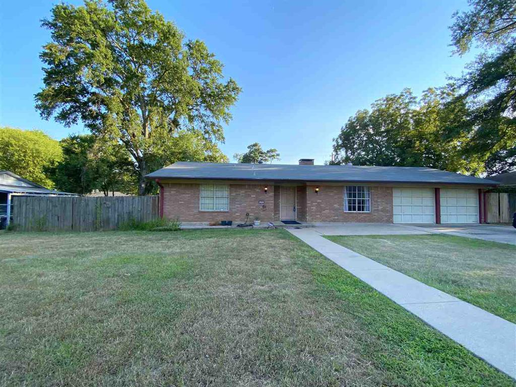 Photo of home for sale at 208 Avalon Ave., Longview TX