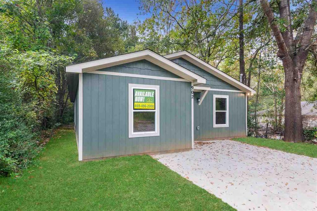 Photo of home for sale at 902 Walnut, Longview TX