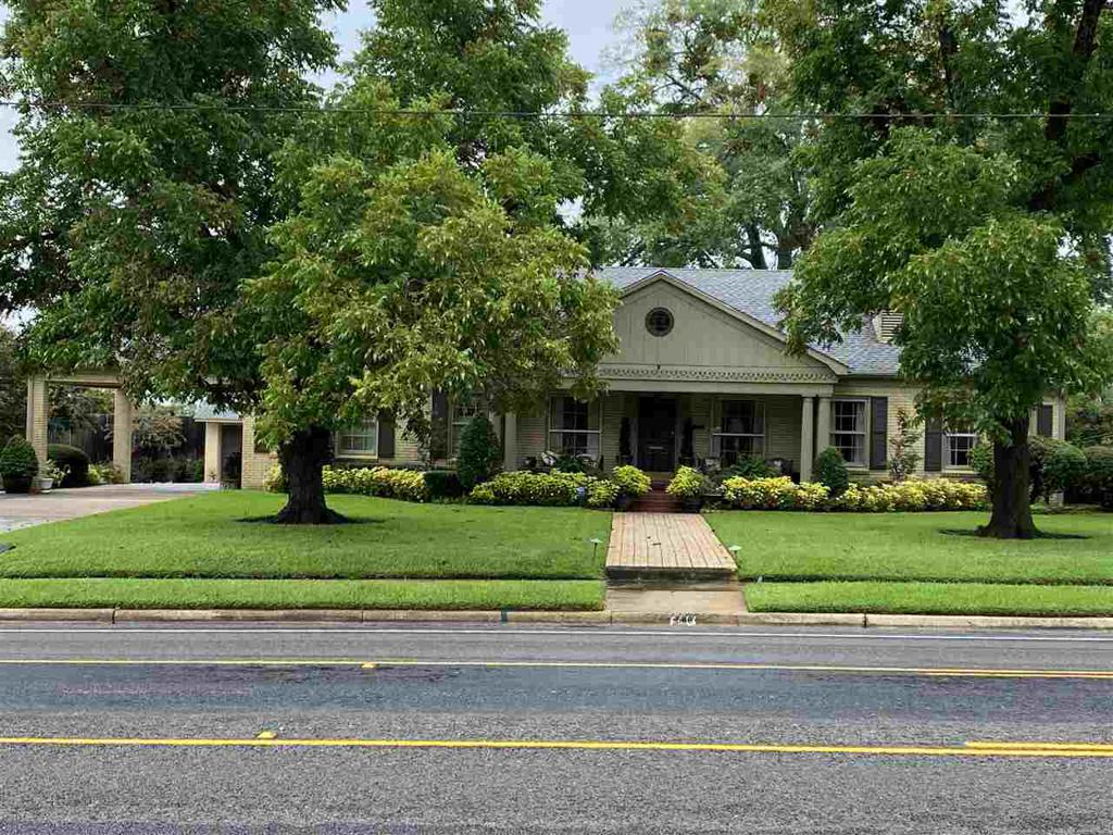 Photo of home for sale at 506 Main, Henderson TX
