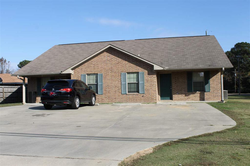 Photo of home for sale at 2404&2406 Woodland, Texarkana AK