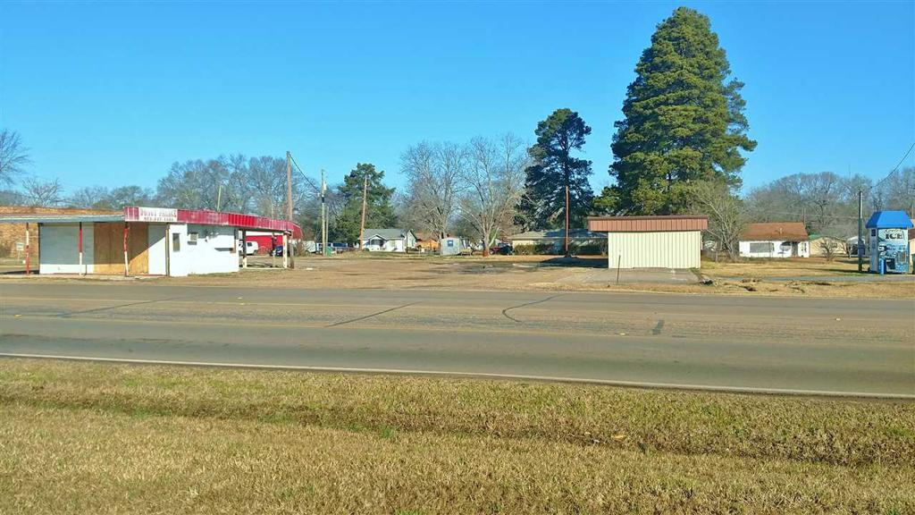 Photo of home for sale at 101 Ave A, Hooks TX