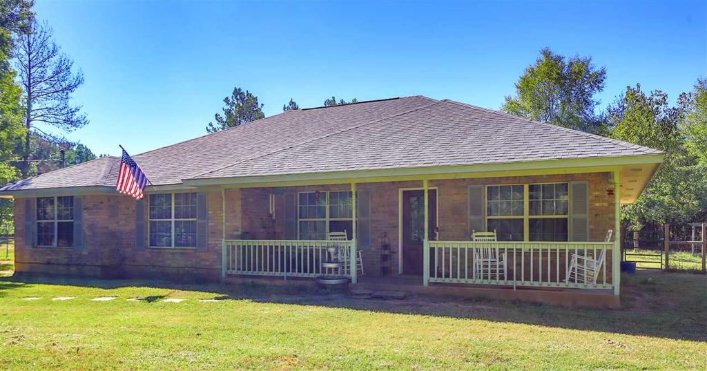 Photo of home for sale at 924 CR 337, De Berry TX