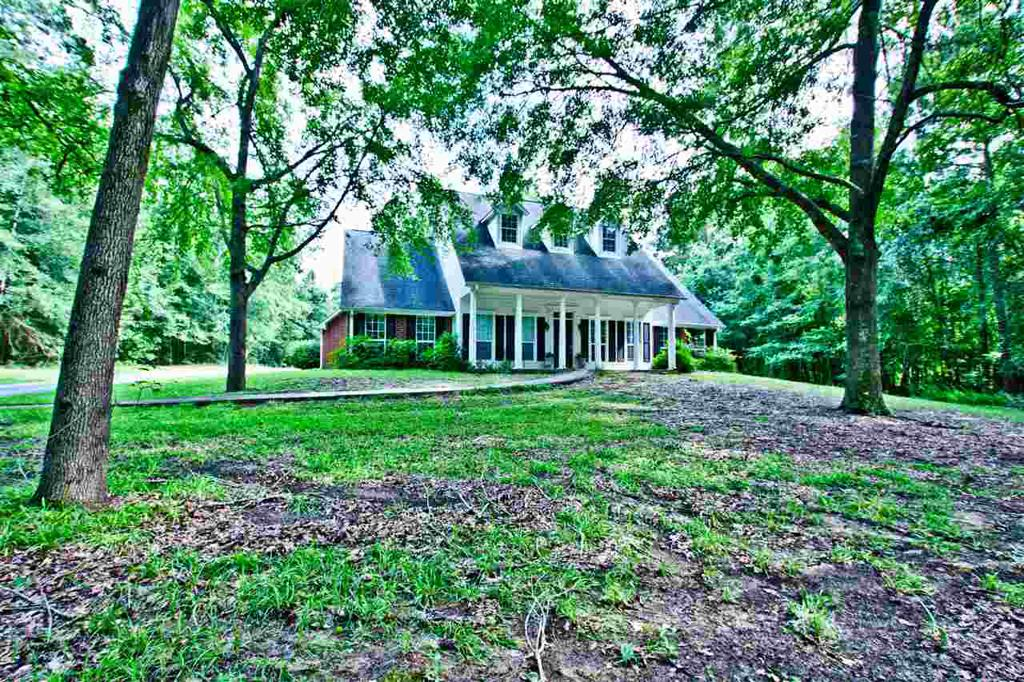 Photo of home for sale at 173 CR 4041, Carthage TX