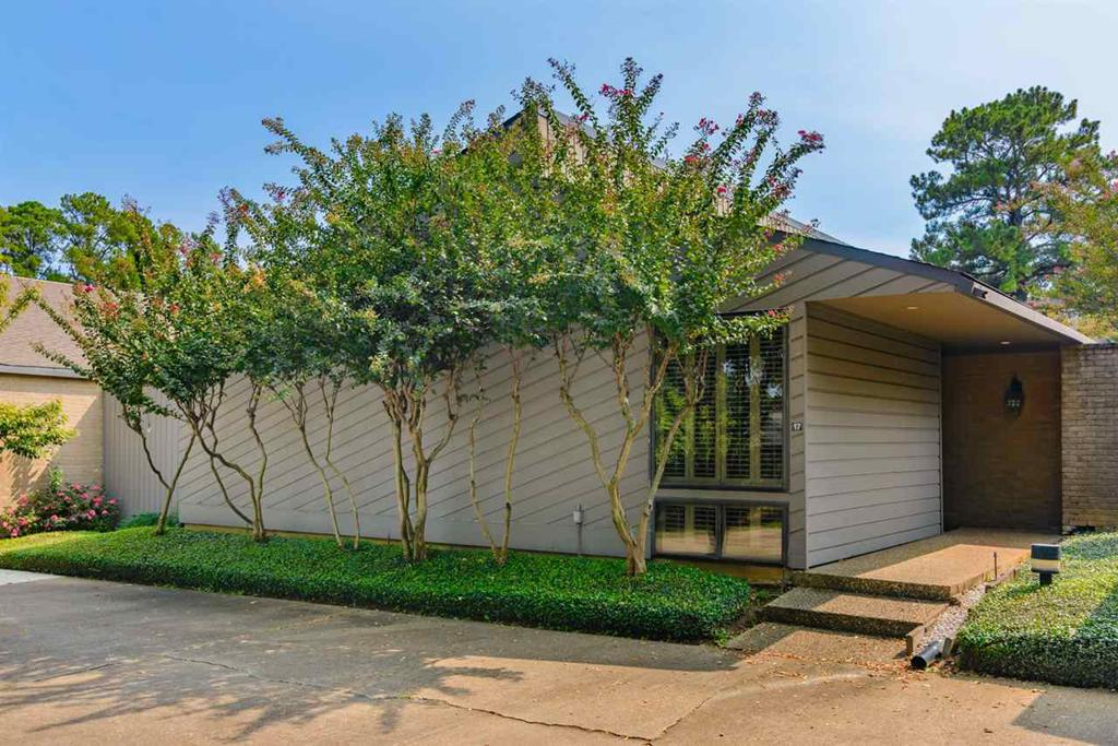 Photo of home for sale at 17 BRAMLETTE PLACE, Longview TX