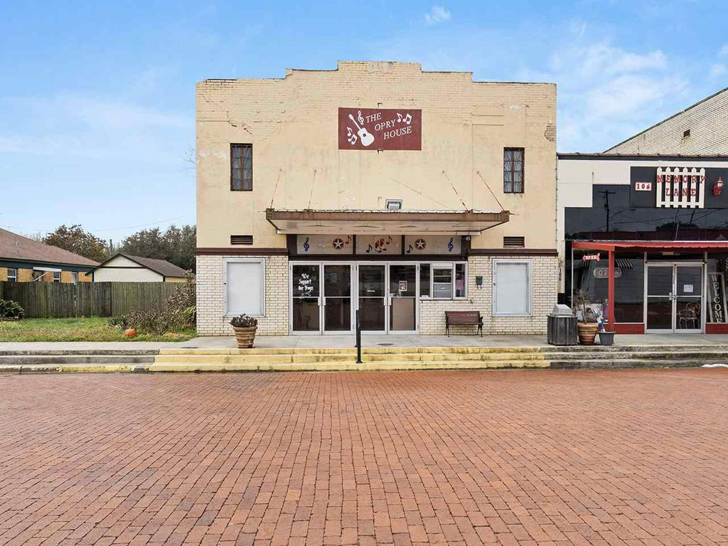 Photo of home for sale at 108 E COMMERCE AVE, Gladewater TX
