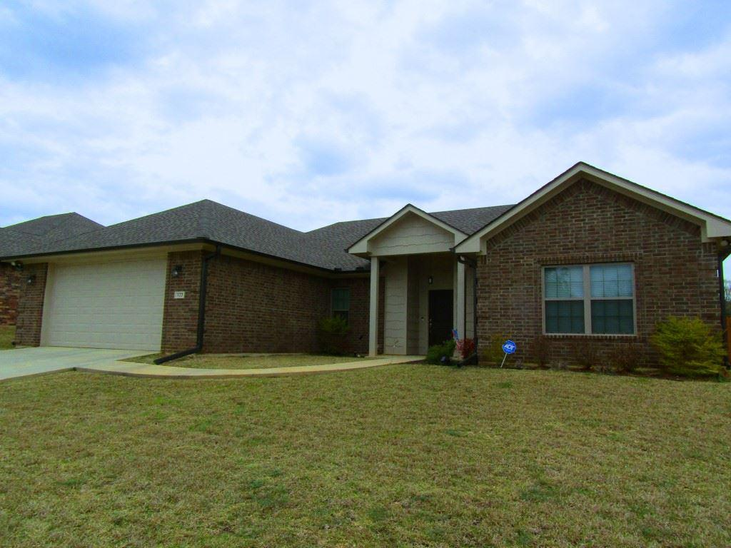 Photo of home for sale at 122 Brookway Lane, Longview TX
