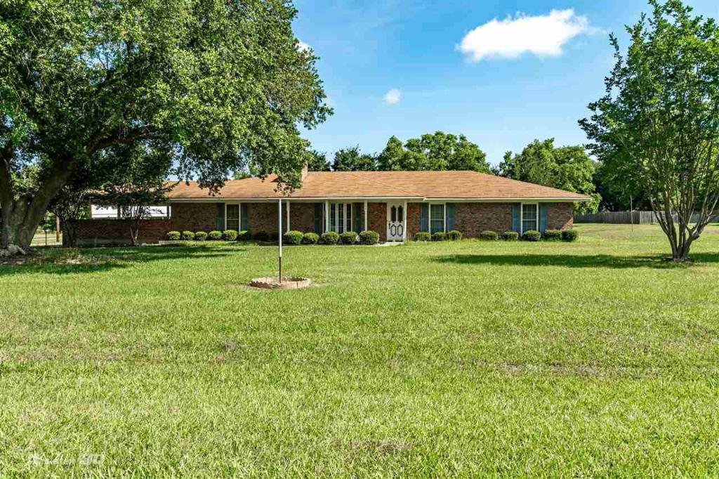 Photo of home for sale at 116 County Road 2781, Carthage TX