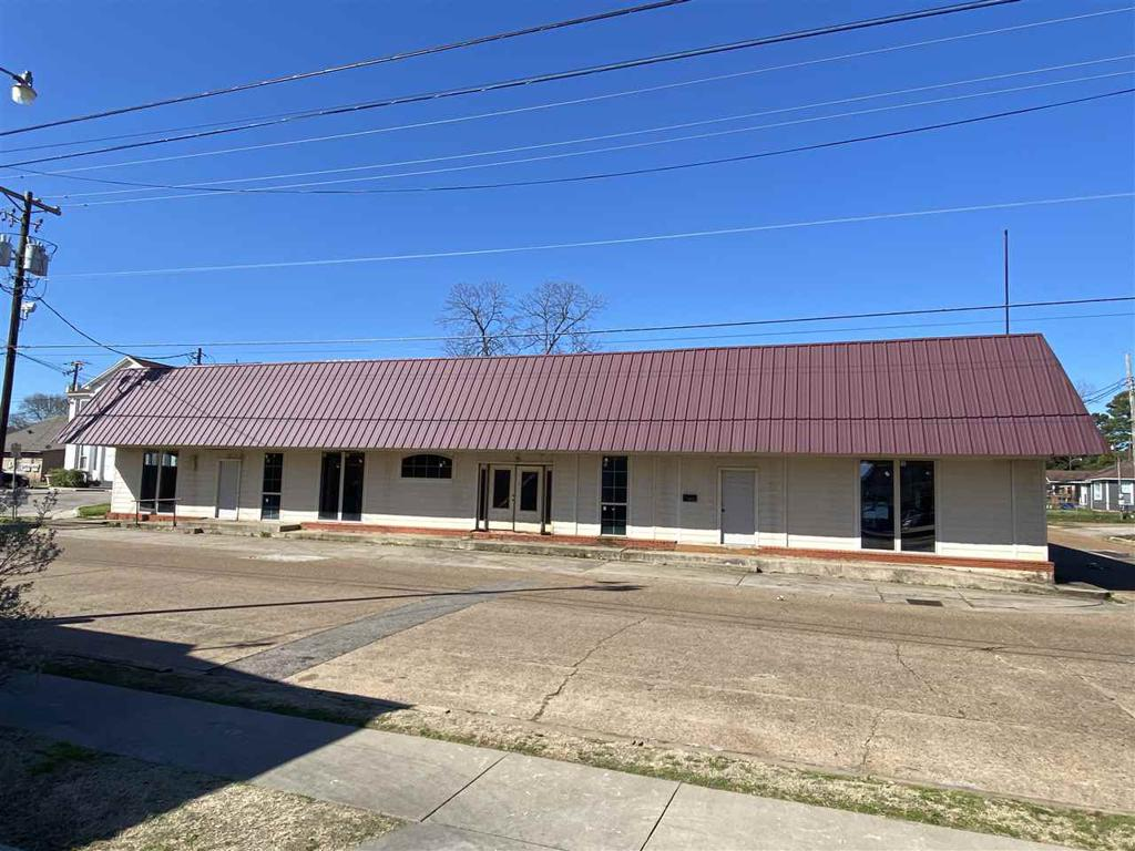 Photo of home for sale at 901-903 Broadway Blvd, Kilgore TX