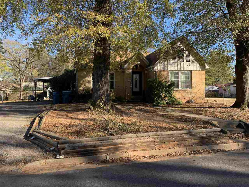 Photo of home for sale at 1104 Bomar Street, Marshall TX