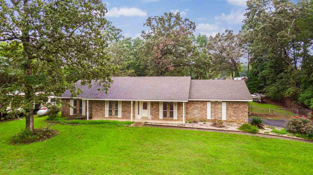 Photo of home for sale at 101 Wendy Dr, Longview TX