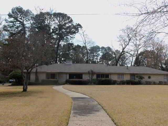 Photo of home for sale at 600 Woodlawn Street, Kilgore TX